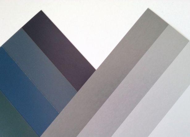 ベーシックカラーの紺とグレー。印象に大きな違いがあるんです。色彩心理の効果